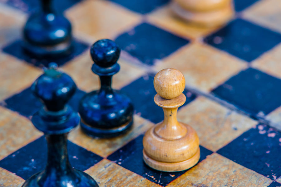 How to manipulate the 'winning through losing' paradox
